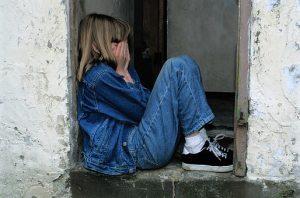 Enfant tristesse, maltraité